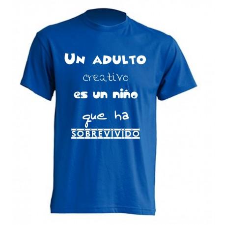 Camiseta Un adulto creativo es un niño que ha sobrevivido